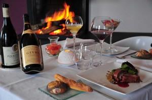 Repas près de la cheminée au restaurant de La Montagne de Brancion entre Tournus et Cluny