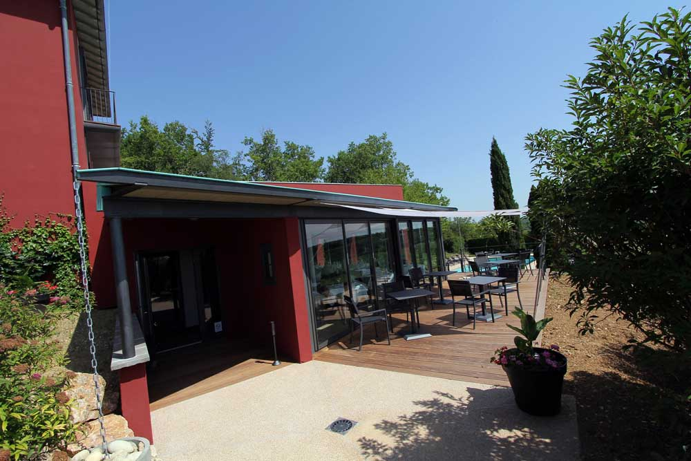 Restaurant  Terrasse Et Piscine De L U0026 39 H U00f4tel 4  U00e9toiles La