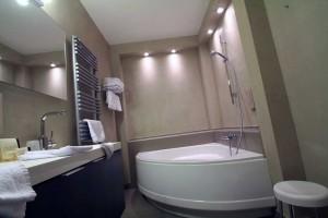 Hôtel 4 étoiles - salle de bains - La Montagne de Brancion entre Tournus et Cluny