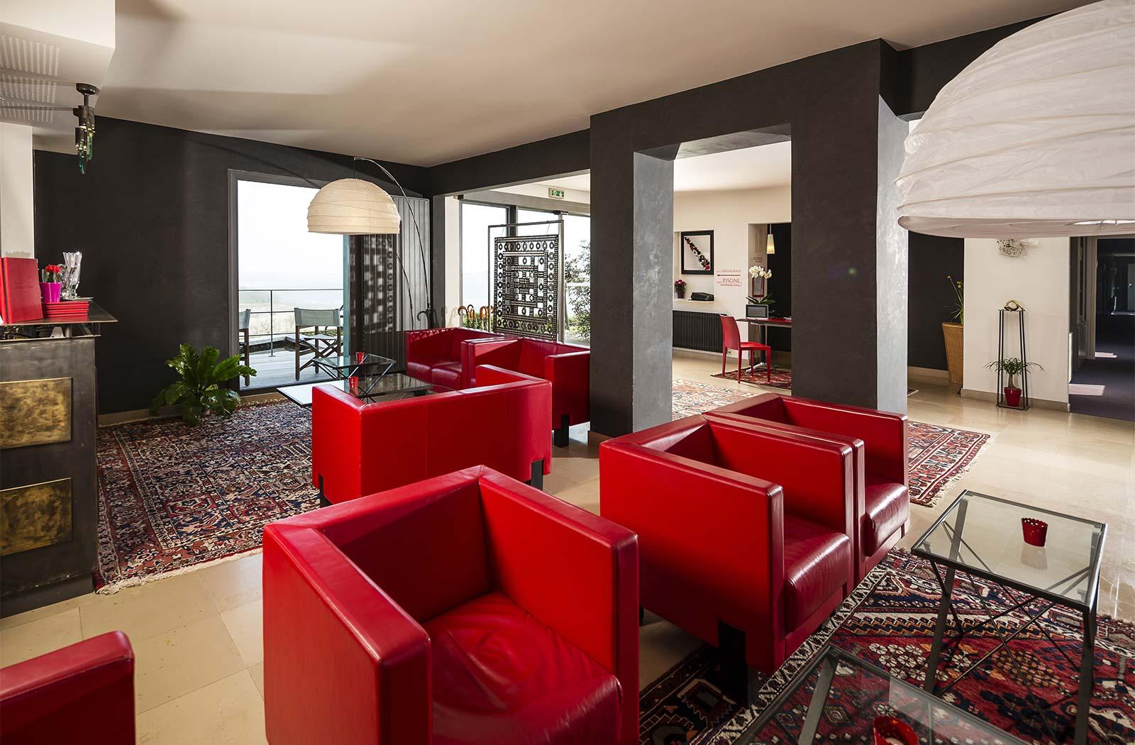 Hall d'accueil de l'hôtel-restaurant La Montagne de Brancion entre Tournus et Cluny