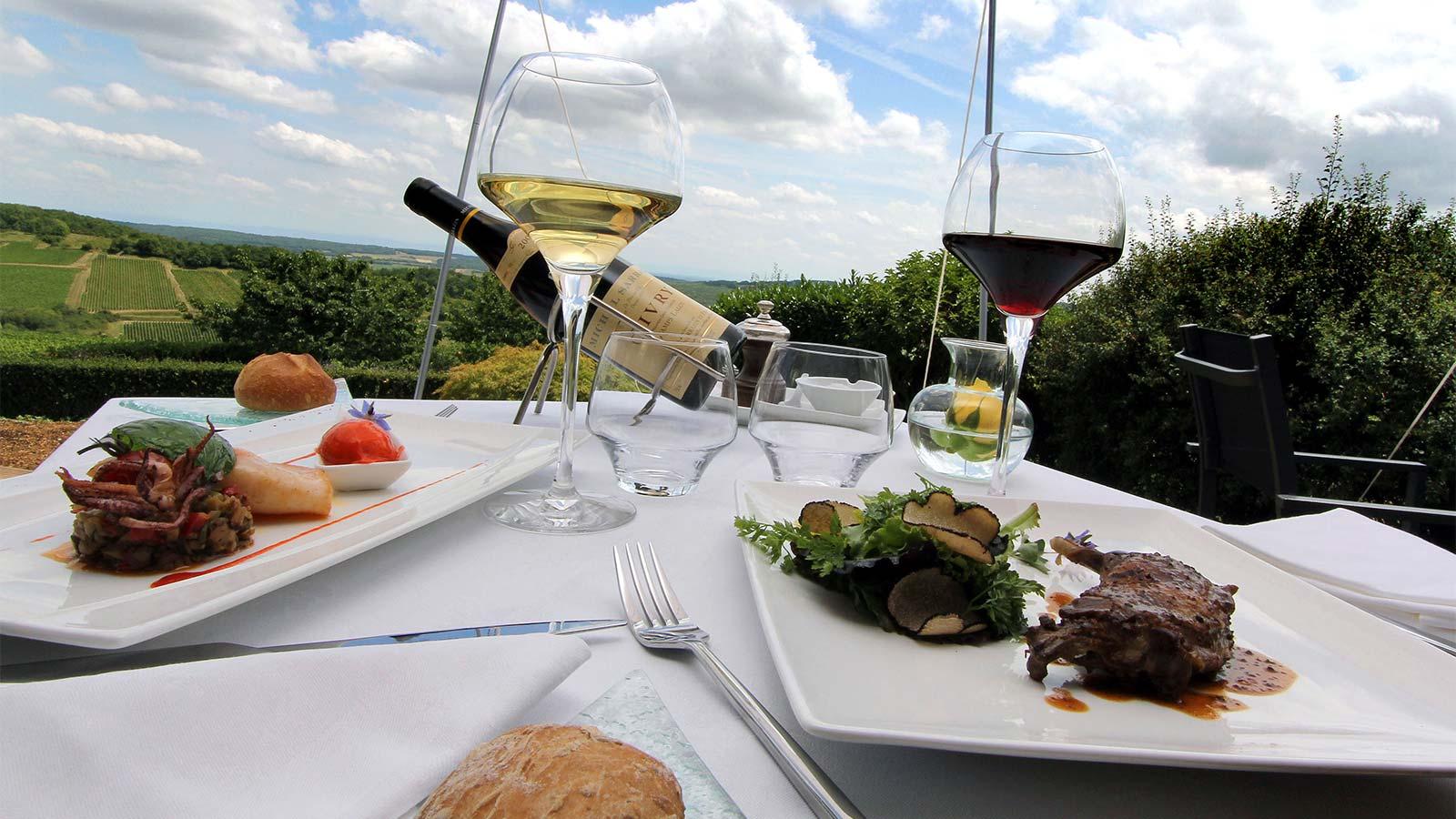 terrasse restaurant la montagne de brancion chambre bureau hotel la montagne de brancion entre Tournus et Cluny