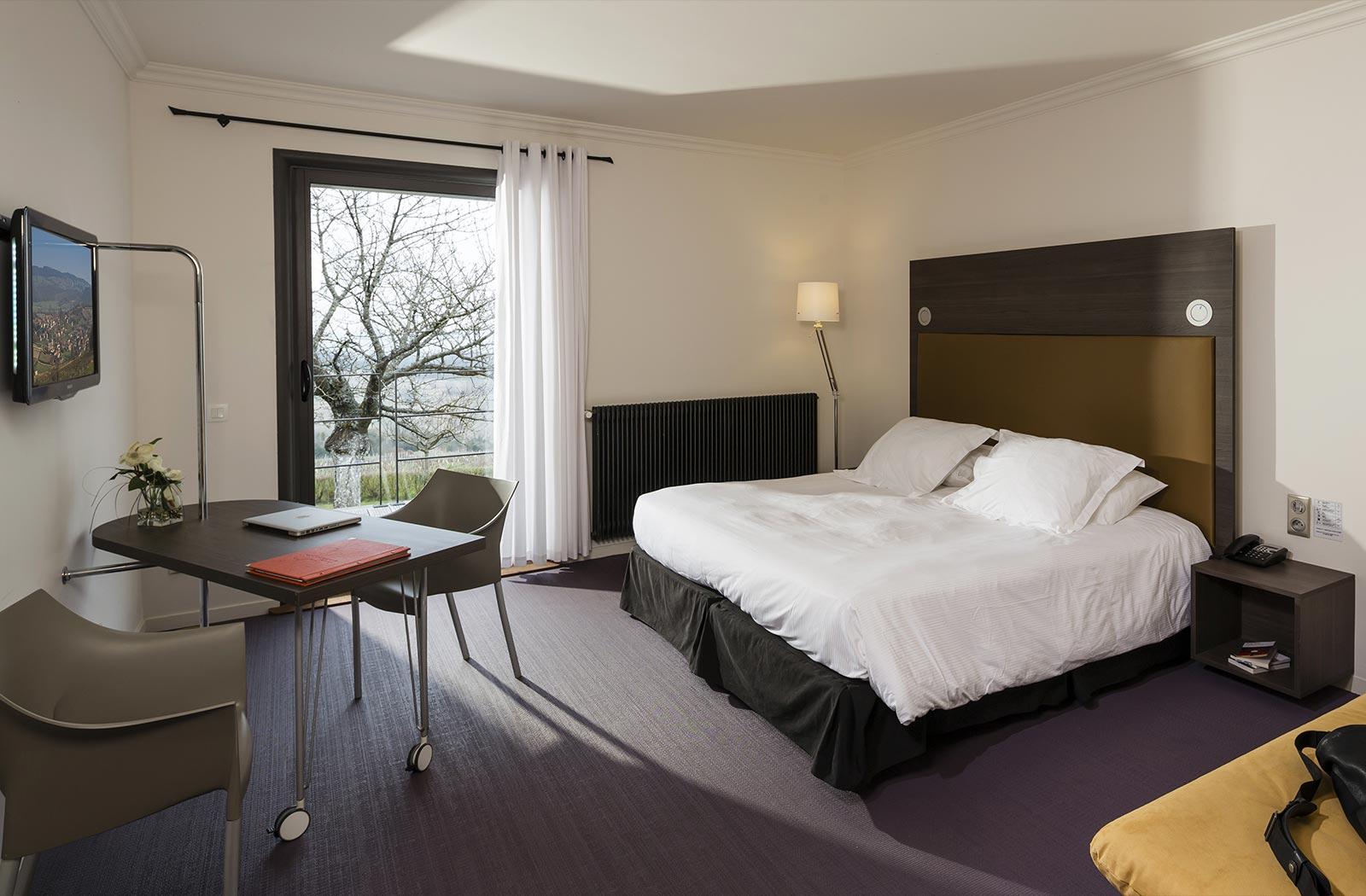 Chambre de luxe - Hôtel 4 étoiles La Montagne de Brancion ...