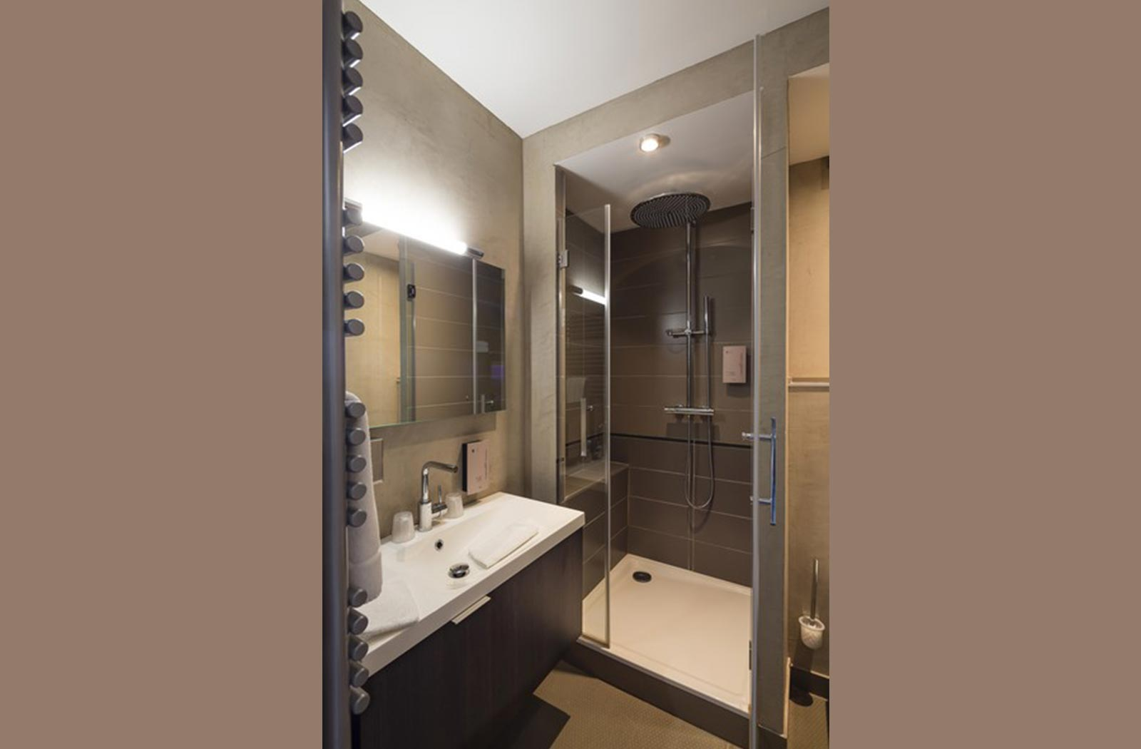 Salle de bain - Chambre harmonie hôtel La montagne de Brancion entre Tournus et Cluny